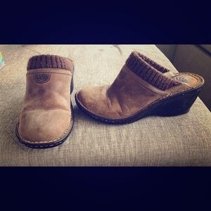UGG - Mule sz 7 Distressed Look